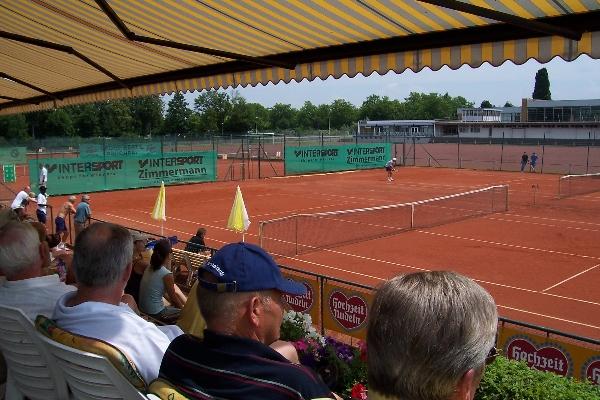 Blick von der Terrasse auf den Center Court